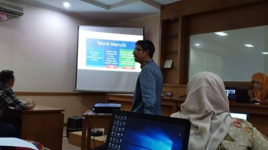 Fakultas Farmasi Mengadakan Pelatihan Penulisan Soal UKAI Metode CBT