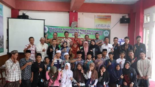 Pengabdian Masyarakat kegiatan memberikan pelatihan TIK kepada Guru & Santri di Pesantren Ahsanul Amalah Depok